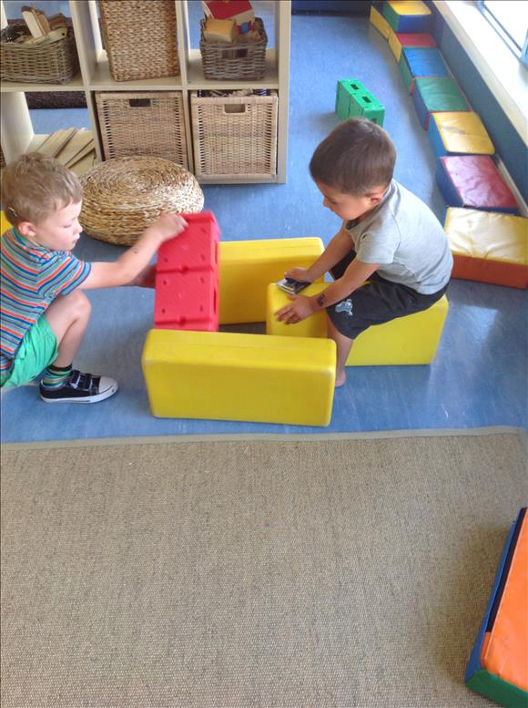 children play with blocks